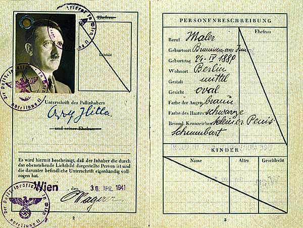 Разворот паспорта Адольфа Гитлера